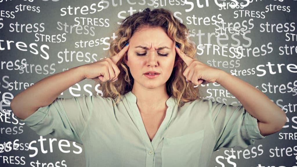 11 روش طبیعی برای پایین آوردن سطح کورتیزول؛ درمان های خانگی و ساده هورمون استرس