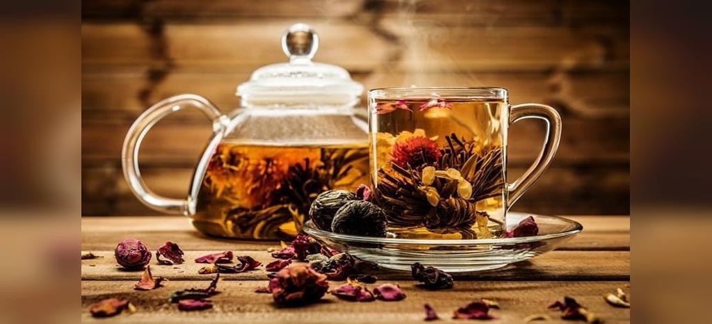 نوشیدن چای گیاهی برای درمان سردی رحم