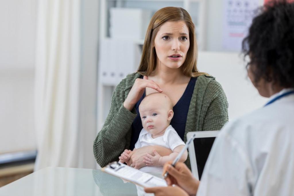 چه زمانی، یک زن با توده موجود در سینه باید به پزشک مراجعه کند؟