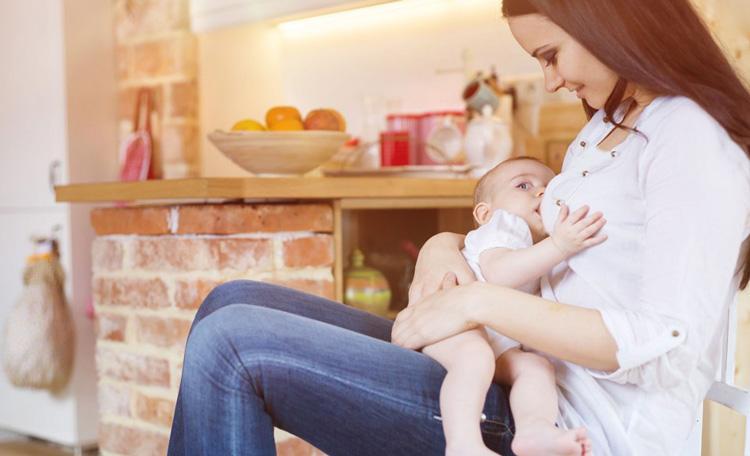 نشانه های خراب شدن شیر مادر