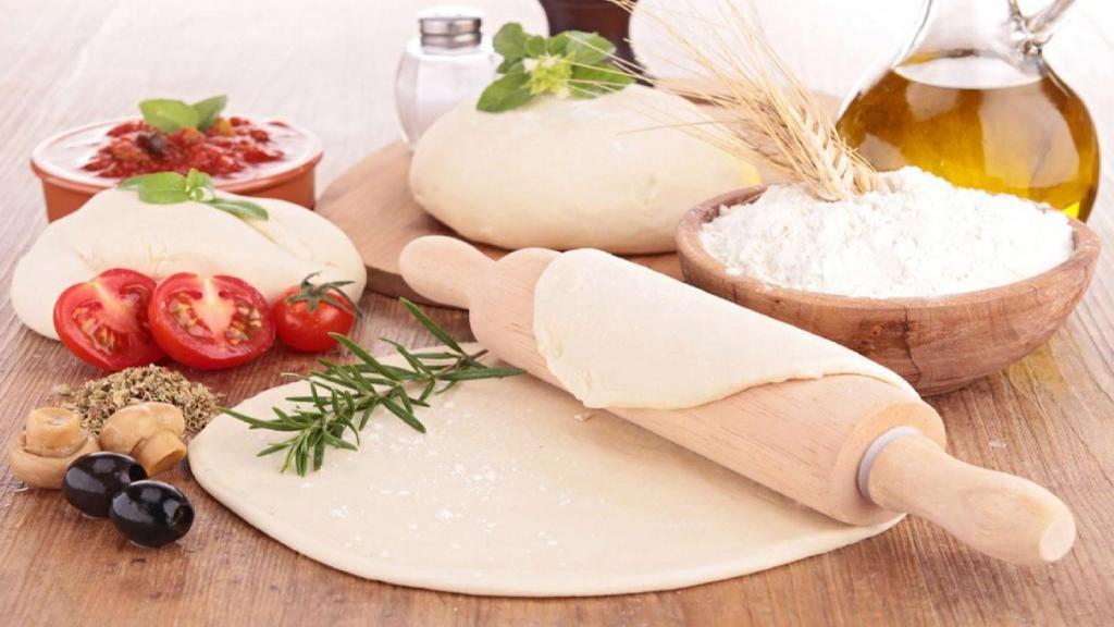 طرز تهیه خمیر پیتزا خانگی ساده و خوشمزه ایتالیایی بدون شیر