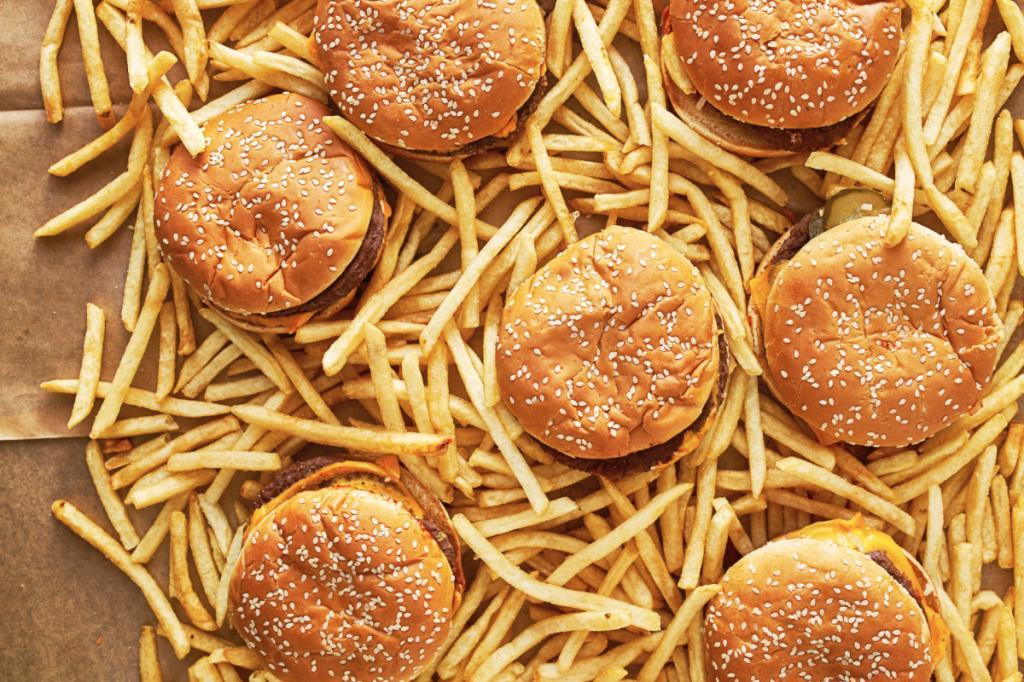 مواد غذایی که سبب انباشته شدن چربی در ناحیه شکم می شود