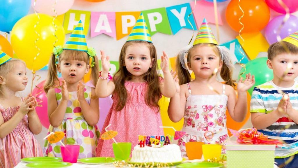 مدل ها و ایده های جذاب برای تم و کیک تولد تاج طلایی دخترانه