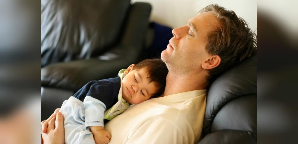 چگونه عادات خواب نوزادان را تنظیم کنیم