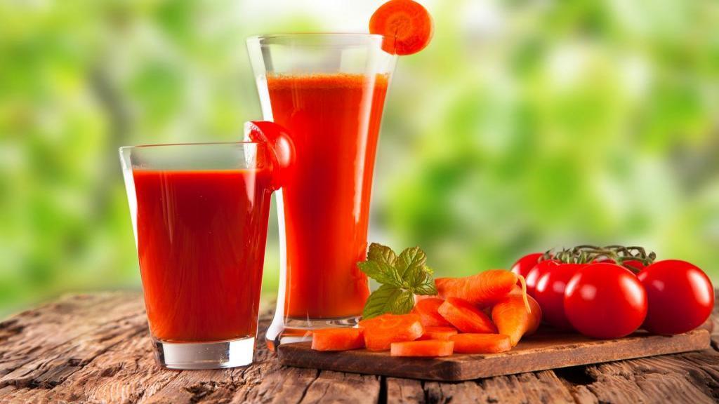 خواص آب گوجه فرنگی و مضرات آن + طرز تهیه آب گوجه فرنگی خانگی