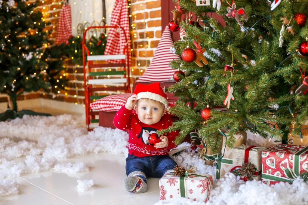عکس بچه ها با درخت کریسمس
