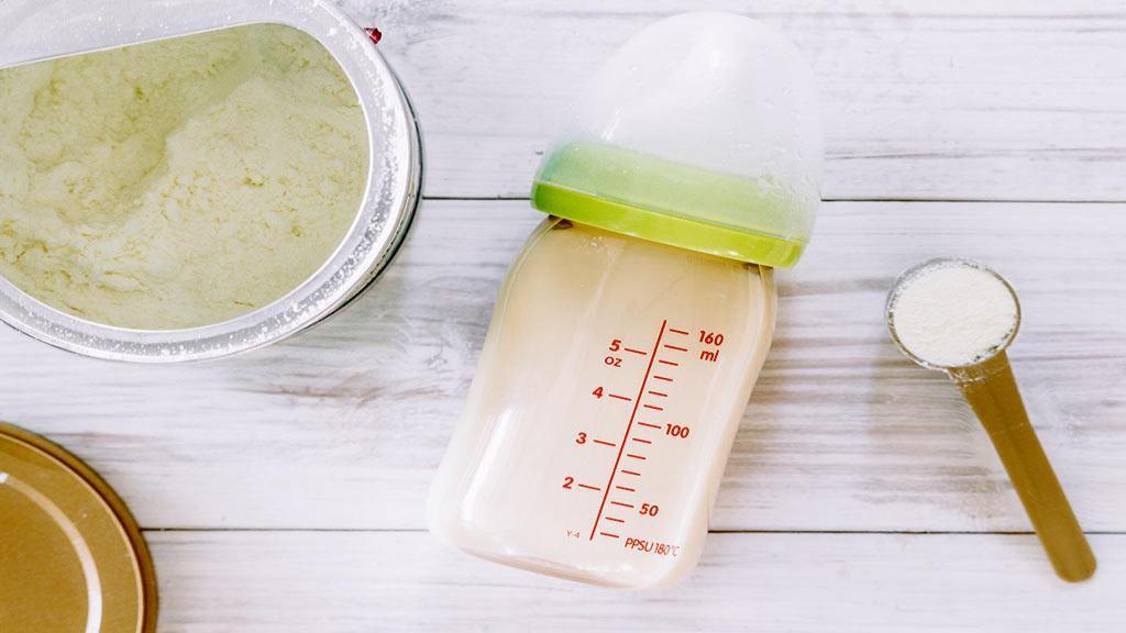 6 نکته مفید در مورد چگونگی آماده سازی و نگهداری صحیح شیر خشک در یخچال