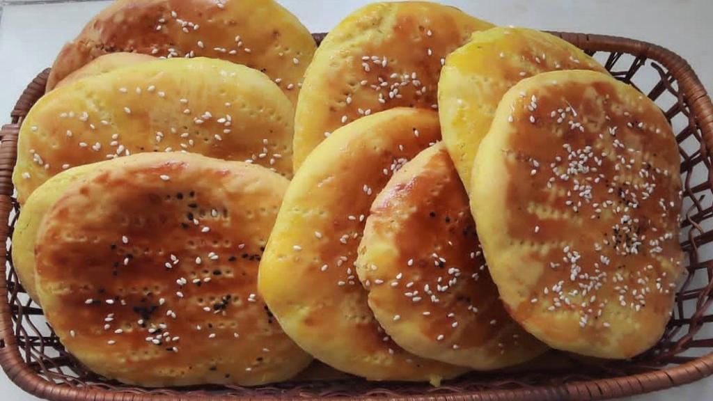 طرز تهیه نان فطیر مغزدار شیرین و خوشمزه خانگی به روش محلی