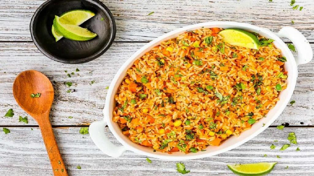 طرز تهیه پلو مکزیکی خوشمزه و تند با مرغ و قارچ به روش مکزیکی
