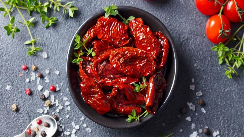 طرز خشک کردن گوجه فرنگی در آفتاب، فر و خشک کن