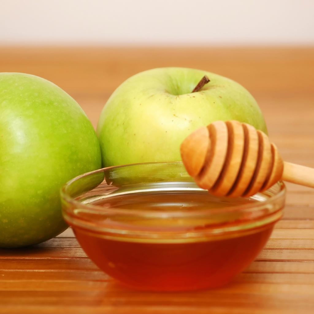 درمان سریع جوش با سیب و عسل