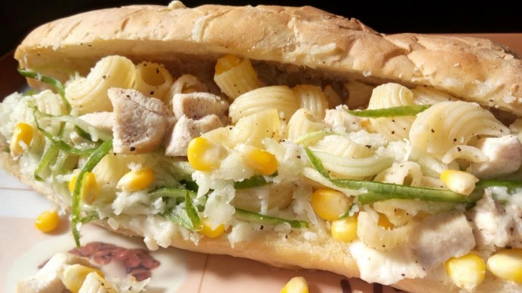 طرز تهیه ساندویچ ماکارونی ساده و خوشمزه خانگی با قارچ و گوشت