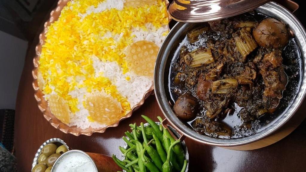 طرز تهیه خورش کرفس مجلسی و خوشمزه با گوشت و مرغ به سبک رستورانی