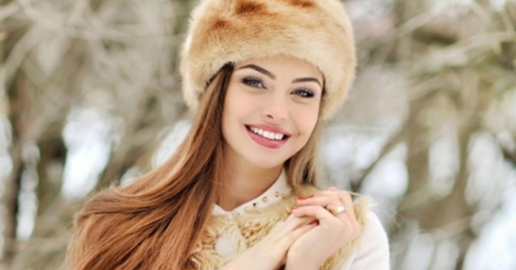 ژست عکس زیبا و شیک دخترونه در روز برفی
