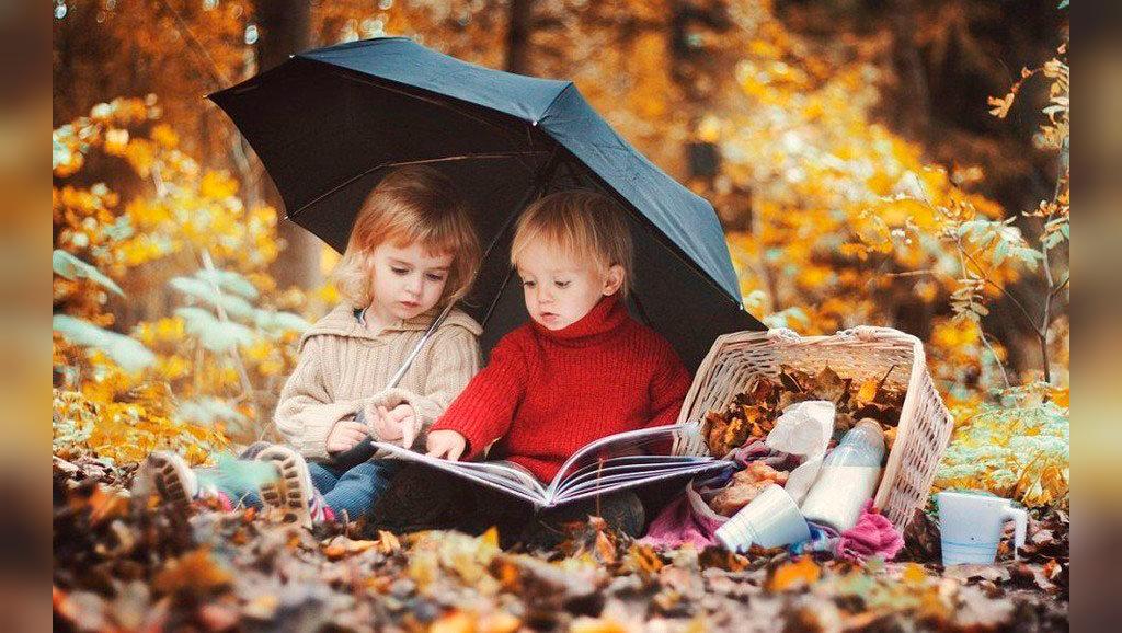 ژست شیک و هنری کودک در پاییز