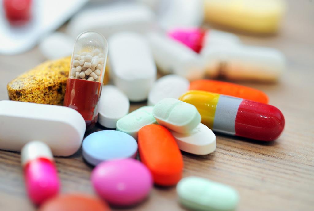 تداخلات دارویی با آسيكلووير