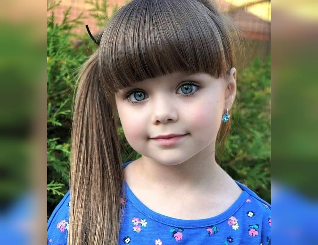 عکس نی نی دختر خوشگل با چشم های رنگی و موهای چتری