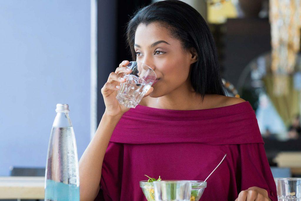 مضرات بیش از اندازه مصرف کردن آب