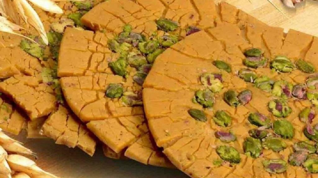 طرز تهیه سوهان خانگی خوشمزه و مخصوص با عسل به سبک سنتی قم