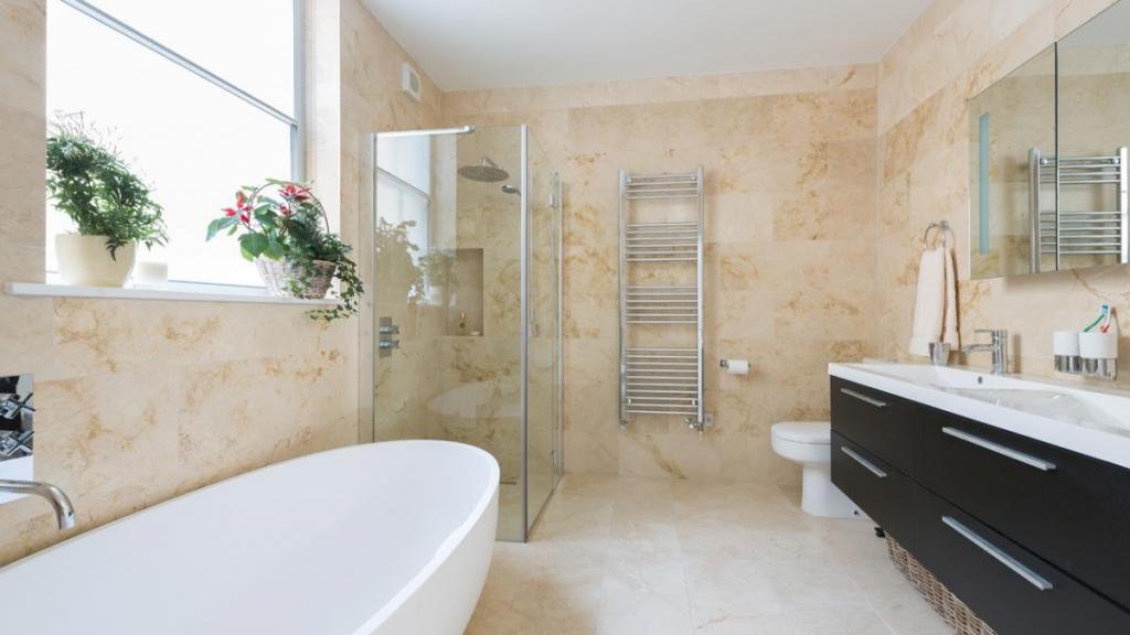 20 ایده خلاقانه برای طراحی و دکوراسیون حمام های کوچک