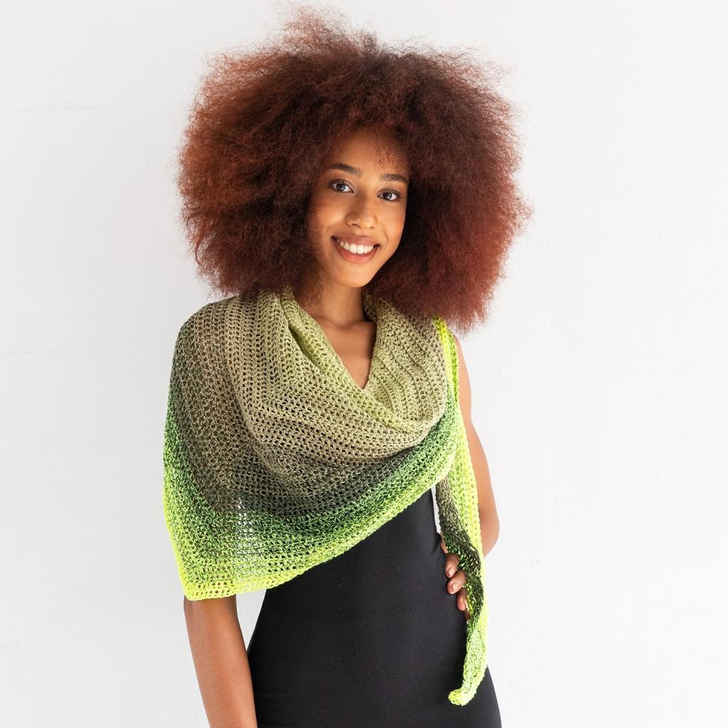 مدل ژورنالی روسری بافتنی سه گوش رنگارنگ