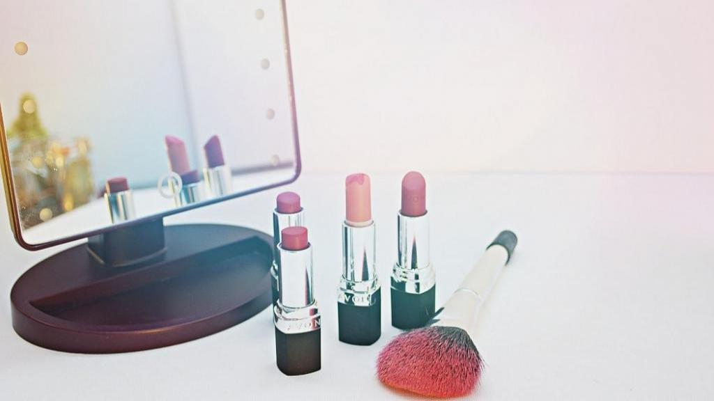 آموزش انتخاب رنگ رژ لب مناسب پوست با 4 روش حرفه ای
