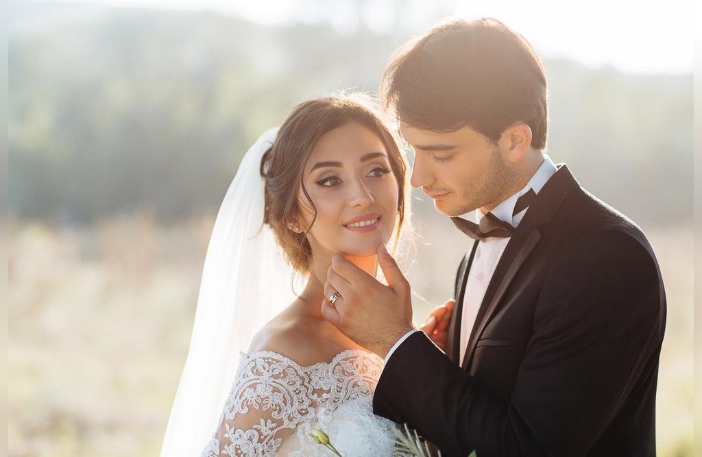 ژست عکس عاشقانه عروس و داماد ایرانی