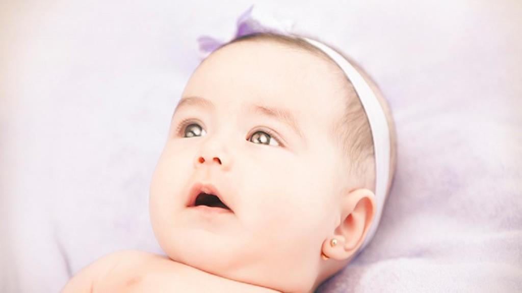 سوراخ کردن گوش نوزاد: بهترین زمان؛ روش انجام، خطرات و نکات آن