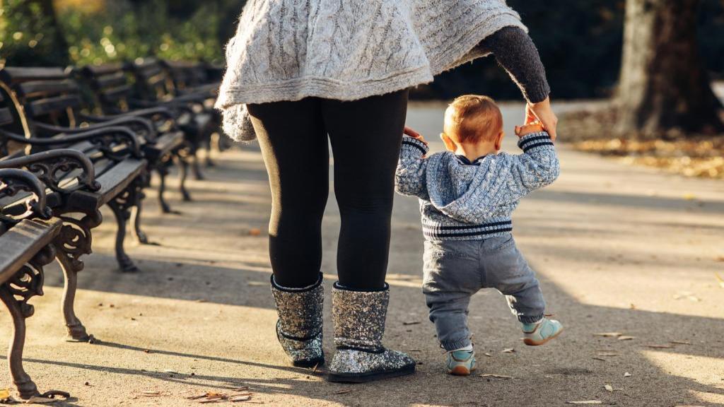 10 نکته و توصیه مهم که هنگام خرید اولین کفش کودک باید بدانید