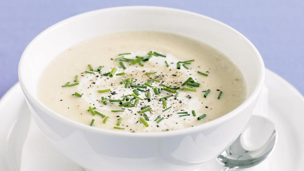 طرز تهیه سوپ جو سفید خوشمزه و مجلسی با شیر به روش رستورانی