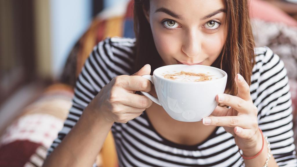 ارتباط اندازه سینه های کوچک تر با نوشیدن قهوه بیشتر