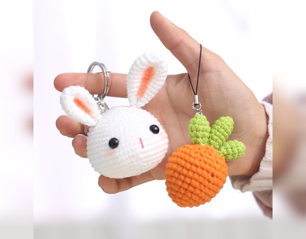 مدل جاکلیدی بافتنی فانتزی خرگوش و هویج