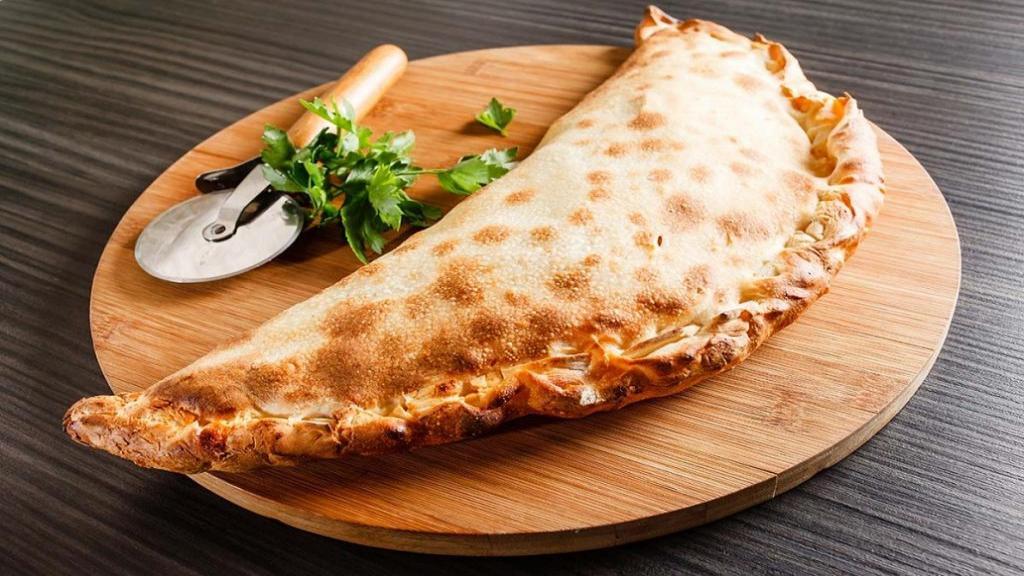 طرز تهیه پیتزا کالزونه خوشمزه رستورانی با کالباس و خمیر خانگی