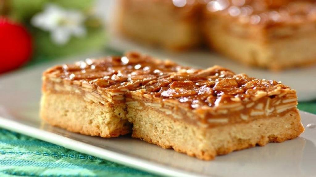 طرز تهیه شیرینی ملکه بادام خوشمزه و مجلسی مرحله به مرحله