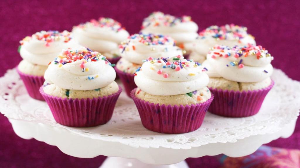 طرز تهیه کاپ کیک [کیک فنجانی] وانیلی خوشمزه و مجلسی در منزل