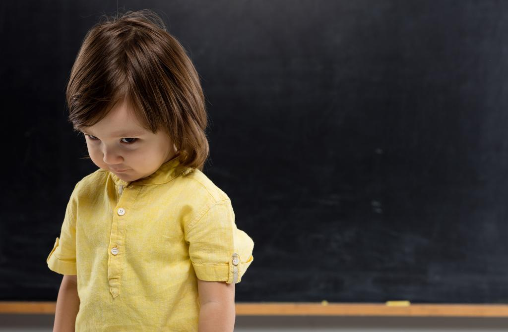 آیا خجالتی بودن کودک یک مشکل است؟