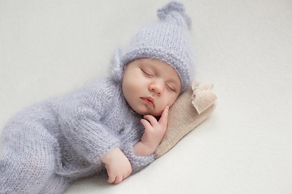 میزان لباس پوشاندن به کودک موقع خواب