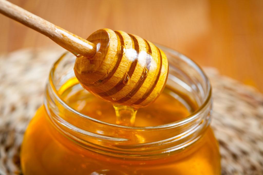 درمان تورم لب با عسل