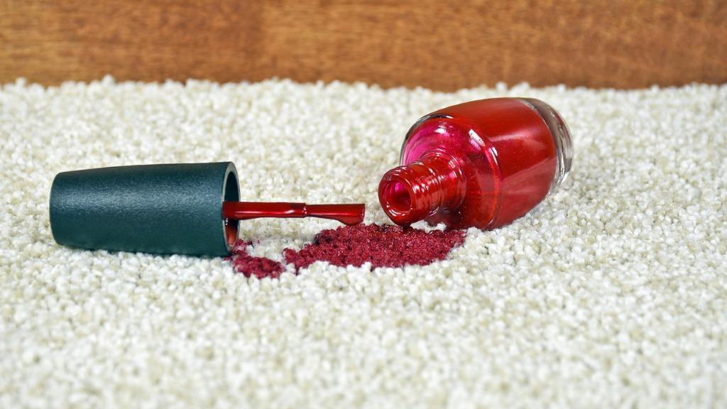 پاك كردن لاك از روي فرش تیره و روشن با روش های ساده و سریع