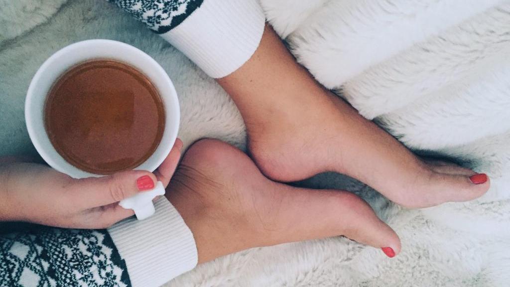6 مورد از بهترین دمنوش و چای های گیاهی برای کمک به خواب راحت