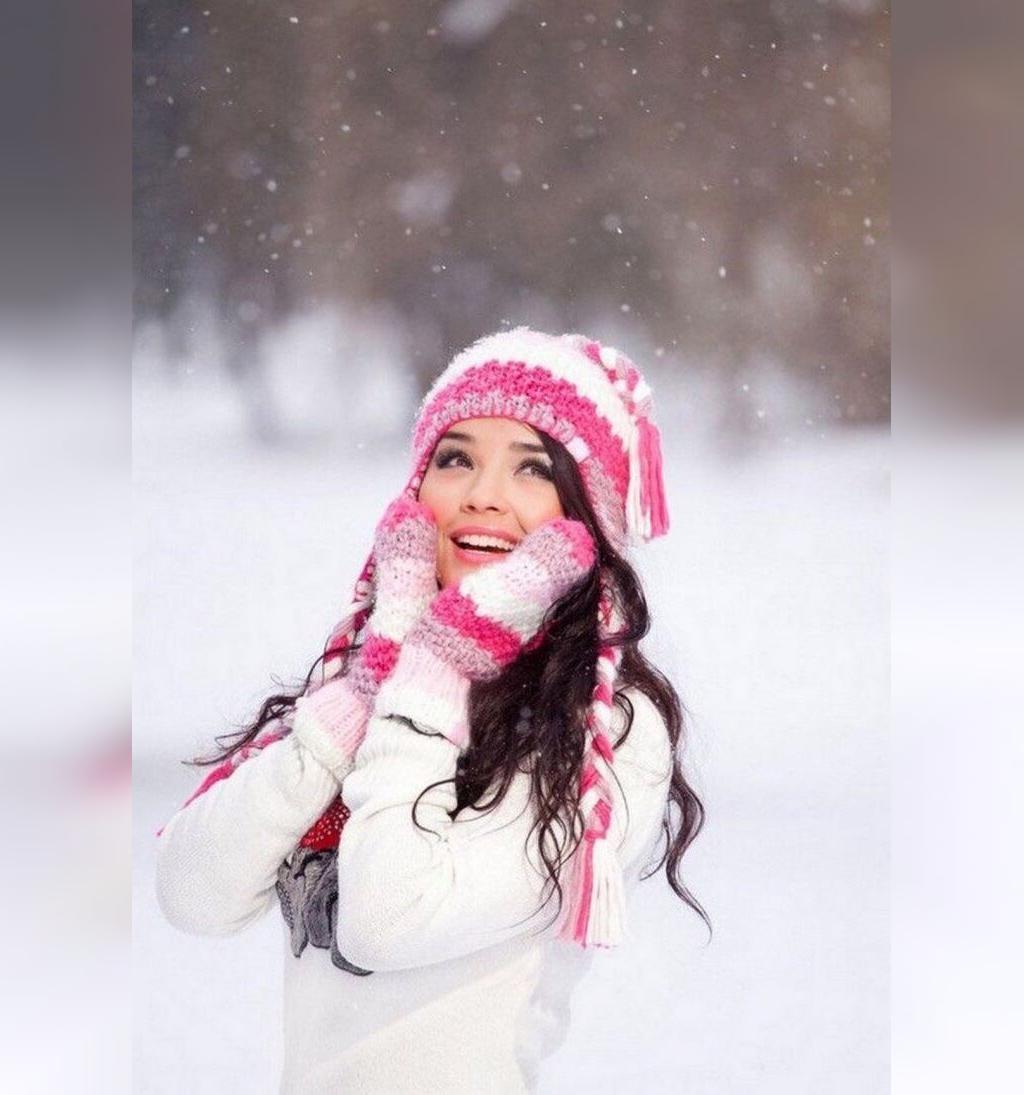 ژست عکس شاد زمستانی دخترانه