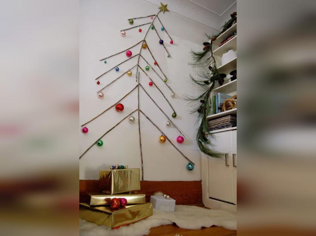 تزیین درخت کریسمس بازیافتی با شاخه درختان