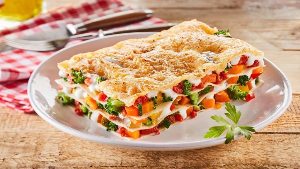 طرز تهیه لازانیا سبزیجات خوشمزه با سس بشامل در فر و بدون فر