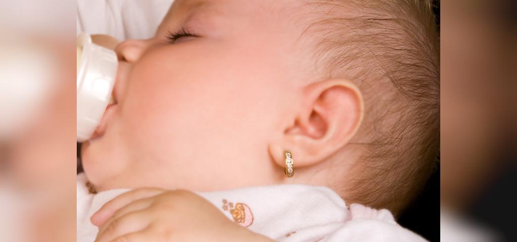 چه عواملی باعث عفونت گوش سوراخ شده می شود؟