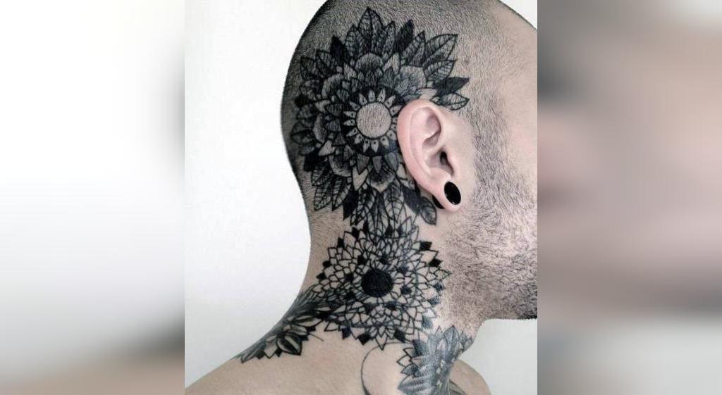 طرح تاتو گردن مردانه نوشته خارجی