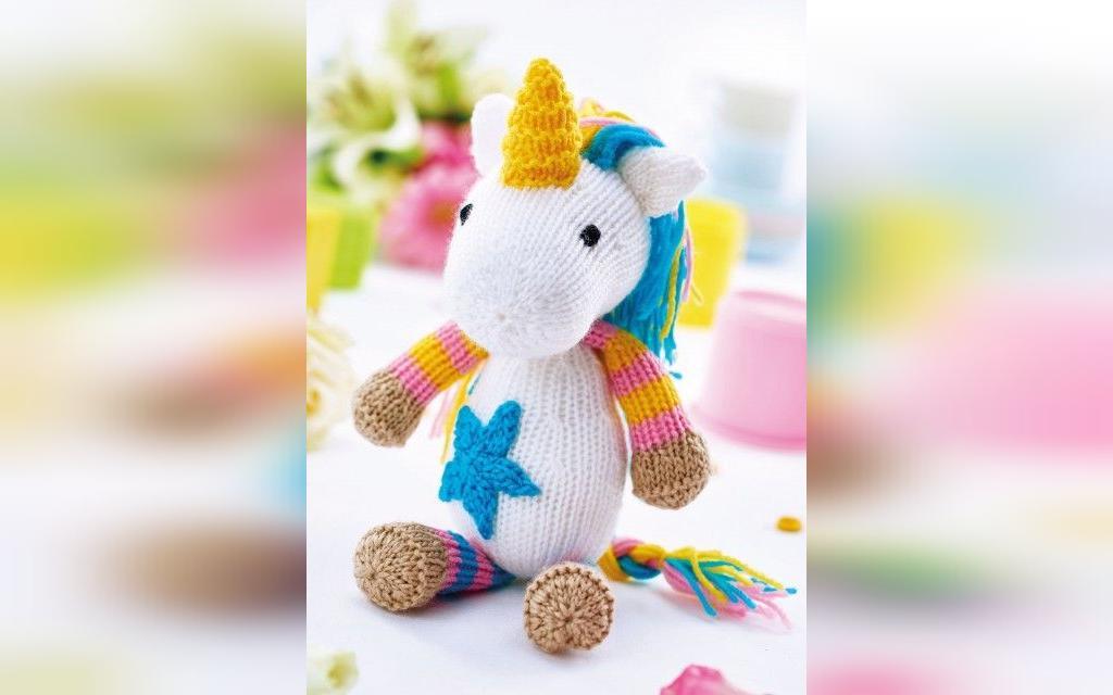 عکس عروسک بافتنی طرح اسب تک شاخ