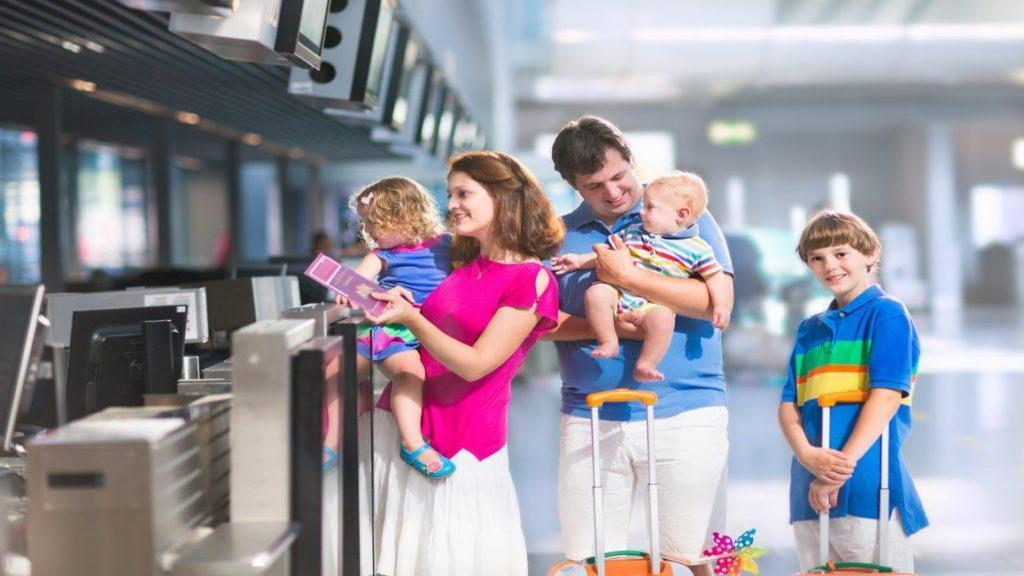 لوازم و وسایل مورد نیاز برای سفر با کودک که ضروری هستند