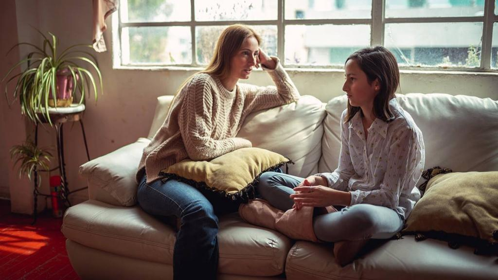 اطلاعاتی که باید به دختران نوجوان خود بیاموزید