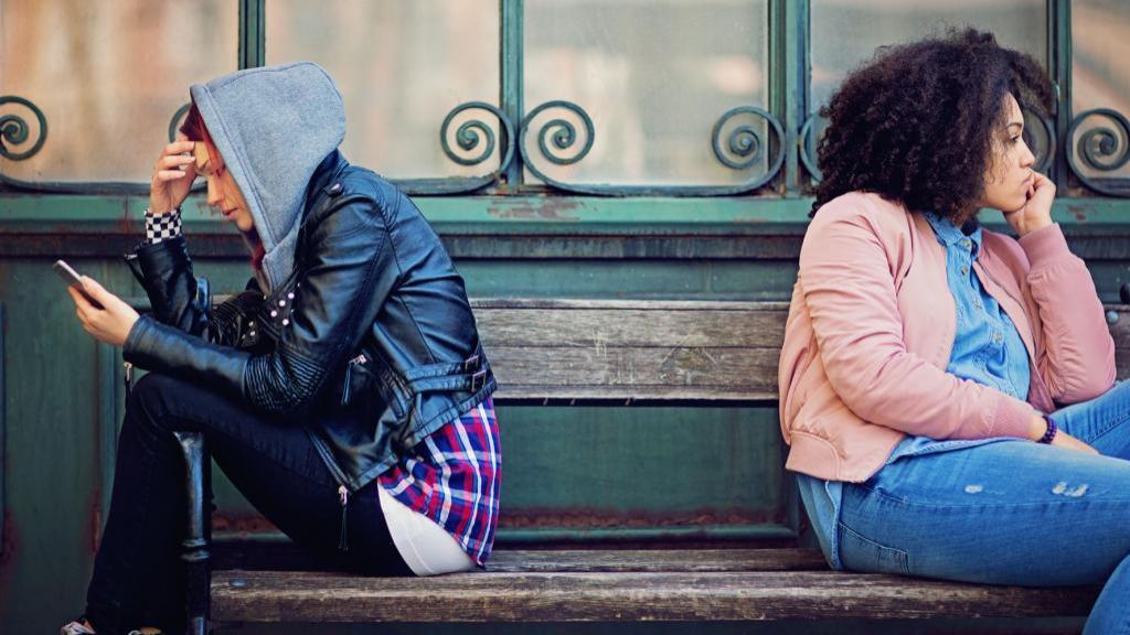 فراموش کردن دوست صمیمی پس از قطع ارتباط با 7 روش ساده