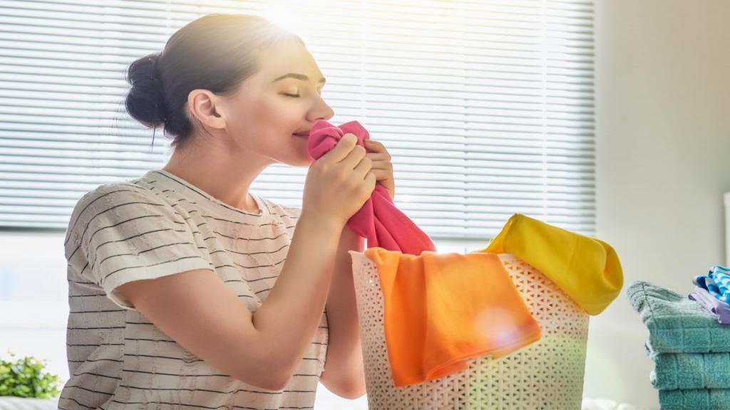 روش عالی و ساده برای خوشبو کردن لباس و کمد لباس و رفع بوی نم
